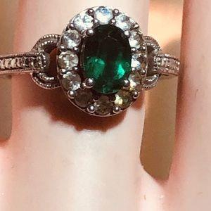 Lovely Emerald Green Quartz/white Topaz 925 Ring
